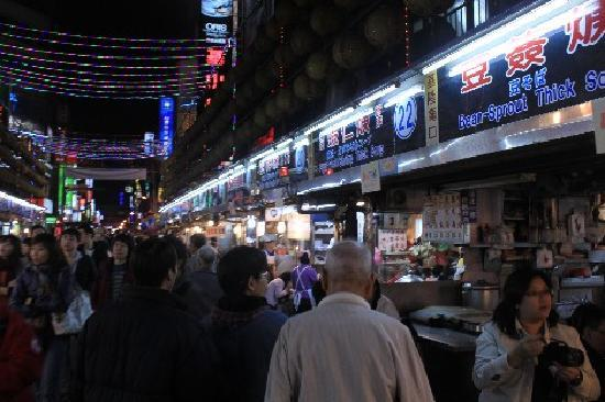 Xinbei, Tayvan: Night Market at Miao Kou - Keelung