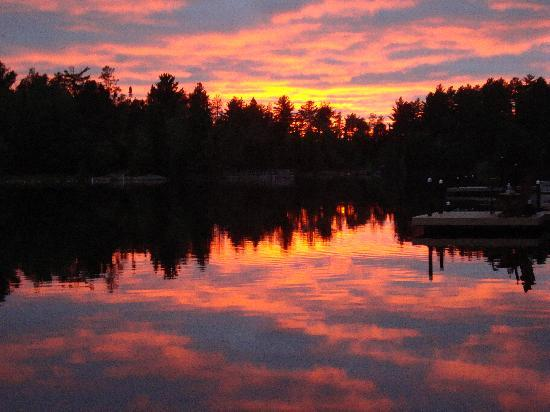 Fenske Lake Resort Cabins: Spectacular sunset on Fenske Lake - view from our dock.