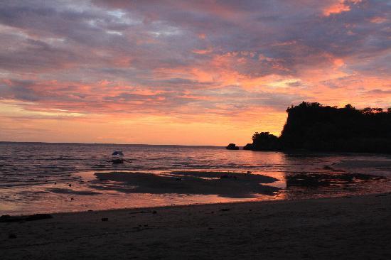 Cove Paradise Beach & Dive Resort: Sunset