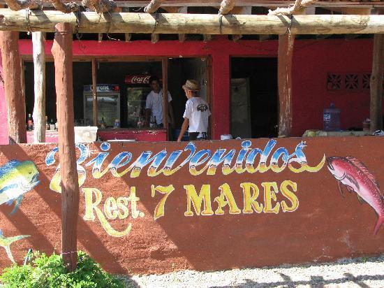 Siete Mares: The kitchen
