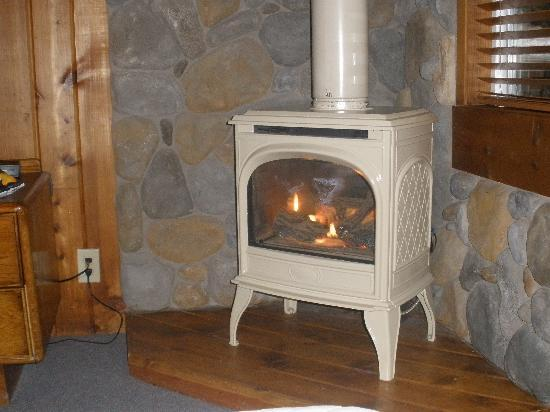 Timberline Lodge: really nice fire place and it warms up really fast