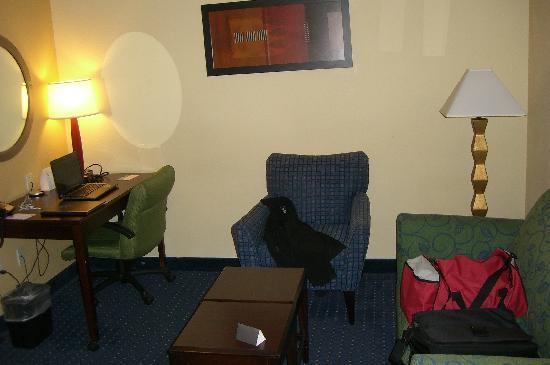 SpringHill Suites Bakersfield: sitting area