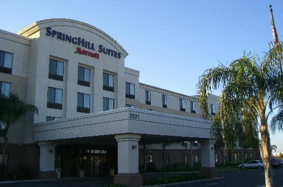 SpringHill Suites Bakersfield: front of hotel
