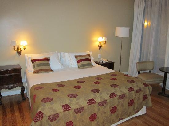 Magnolia Hotel Boutique: bed (1st stay)
