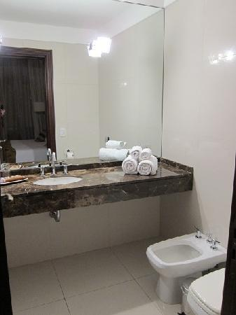 Magnolia Hotel Boutique: bathroom (1st stay)