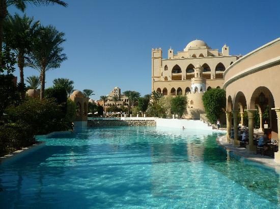 โรงแรมมาคาดี พาเลส: Amazing swimmingpool