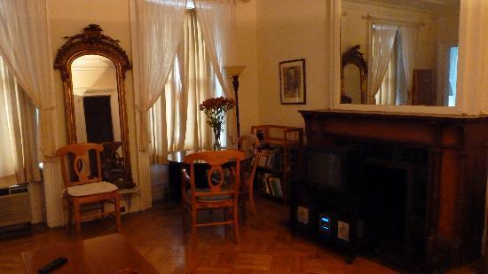 Dupuy's Landing Guest House: living room