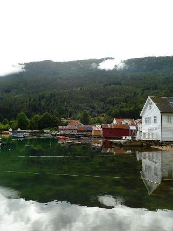 Eplet Bed & Apple: The little village of Solvorn
