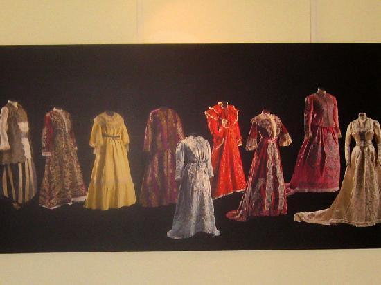 Sadberk Hanim Museum: Panel with the photos of late Ottoman women's costume items