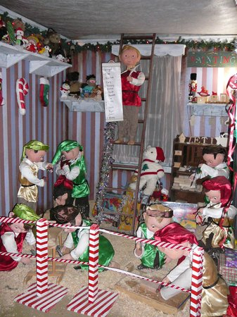 Glen Mills, PA: Santa's Workshop at Arasapha Farms