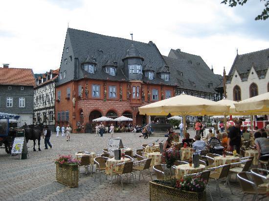 Goslar, Jerman: Marktplatz mit Hotel Kaiserworth
