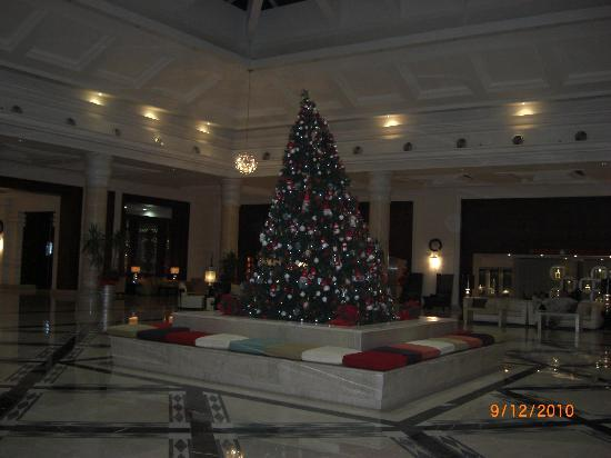 Premier Le Reve Hotel & Spa (Adults Only): Christmas tree