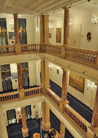 Hotel Ambassador: Atrium