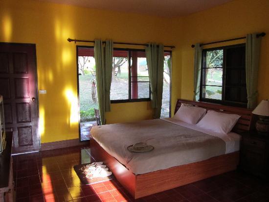Ban Rai Tin Thai Ngarm Eco Lodge: Inside Bungalow