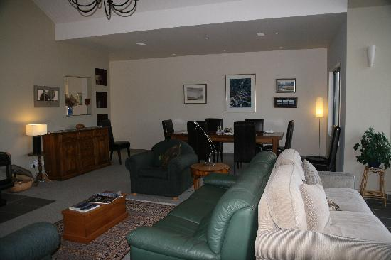 Twizel, Nowa Zelandia: The lounge at Matuka Lodge