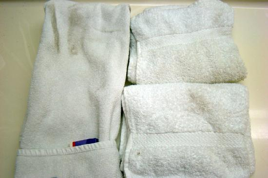 Knights Inn San Bernardino: Dirty towels