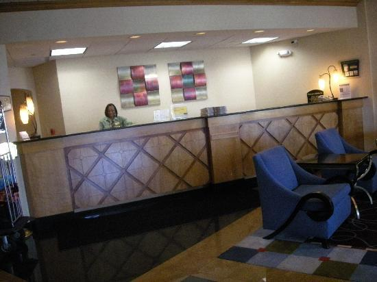 Holiday Inn South Plainfield - Piscataway : Front Desk