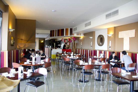 inside the restaurant picture of circuz restaurant bar. Black Bedroom Furniture Sets. Home Design Ideas
