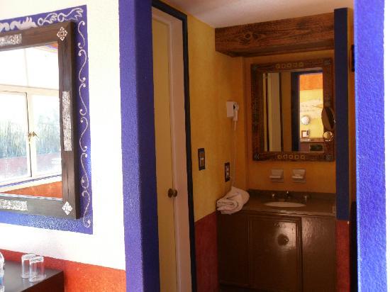 Posada Viena Hotel: baño, habitacion