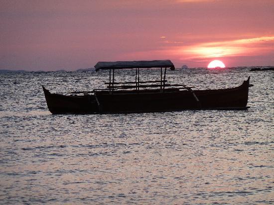 Hotel Le Zahir Lodge Nosy Be : coucher de soleil à Madirokély