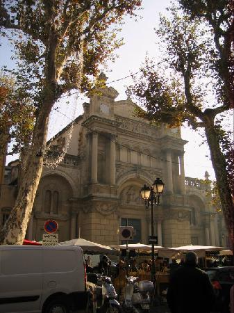 Wine in Provence Tours: Beautiful church behind the market