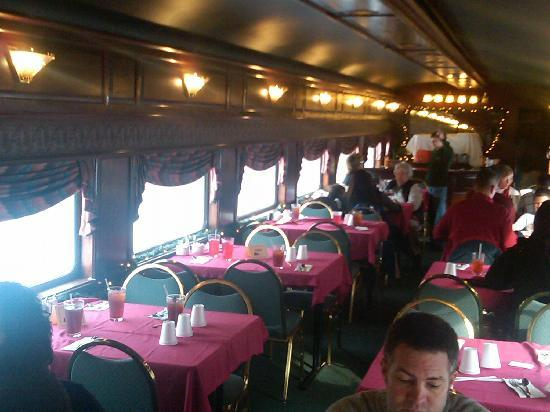 Cumberland, Мэриленд: This is the first class car. The chairs certianly don't feel like first class, but in overall ex