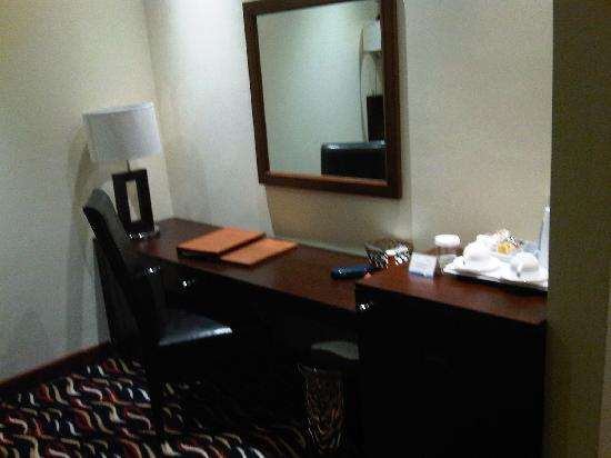 Cassells Al Barsha Hotel : Bedroom