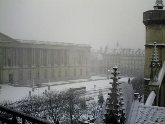 Hotel de la Place du Louvre: Vue de la chambre ss la neige