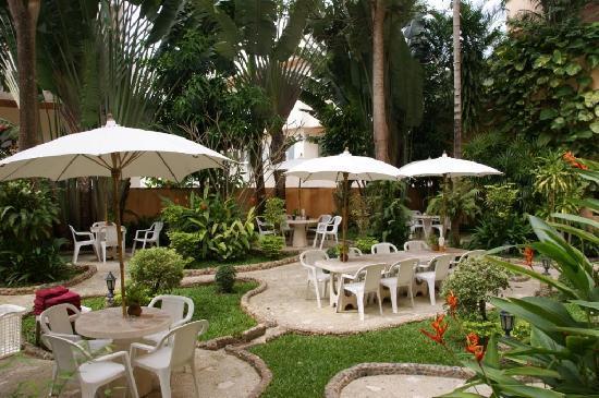 Pacific Club Resort : jardin hôtel