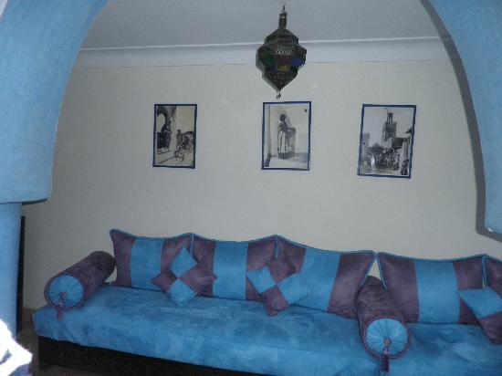 Riad Majorelle: Sofa area