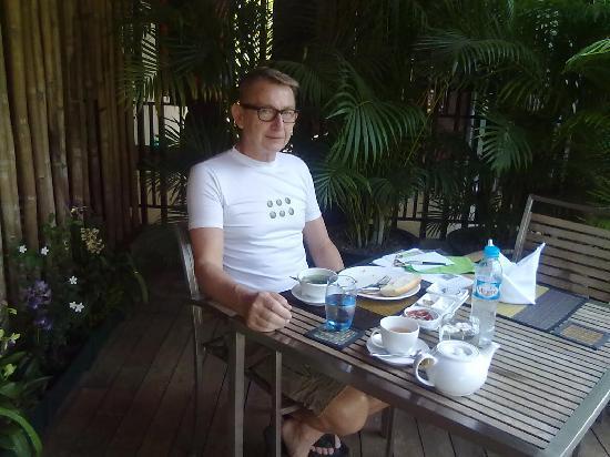 MEN's Resort & Spa - Gay Hotel: breakfast at pool side