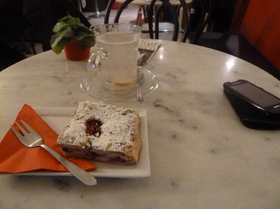 Cafe Epicur: INgwertee + Kuchen
