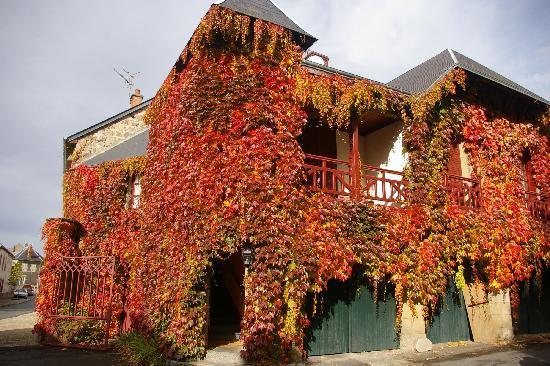 Saint-Gervais-d Auvergne, ฝรั่งเศส: les lieux aux belles couleurs automnales