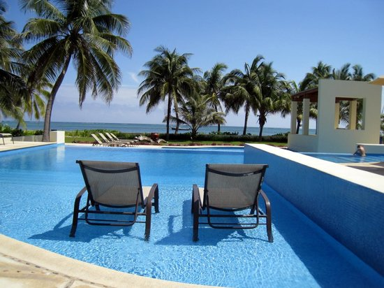 The Phoenix Resort: Two chaise lounge chairs facing the Caribbean