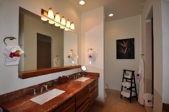 The Phoenix Resort: Each master bath offers two sinks, Jacuzzi, and separate shower
