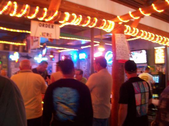Homosassa, FL: You gotta stand in line to order
