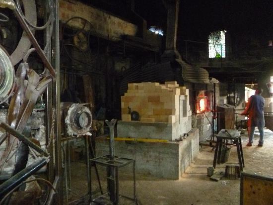 Anselm's Kitengela Hot Glass: the foundry