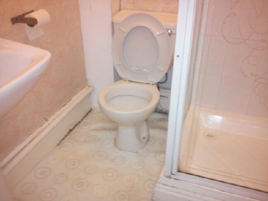 The Merchants Hotel: bathroom floor