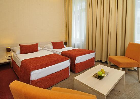 Star City Hotel: twin room