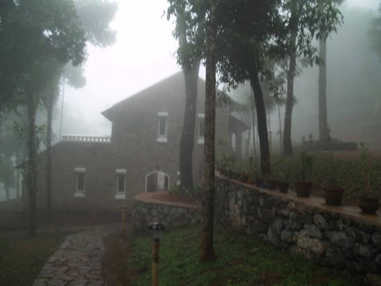 Kaivalyam Retreat: Misty View