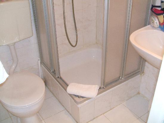 Il mini bagno - Picture of Xantener Eck Hotel, Berlin - TripAdvisor