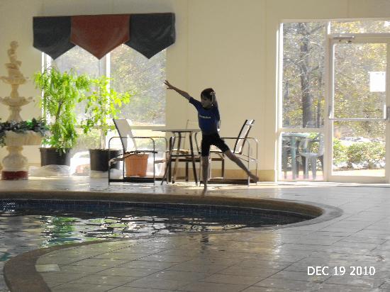 Comfort Suites Milledgeville: Splash!