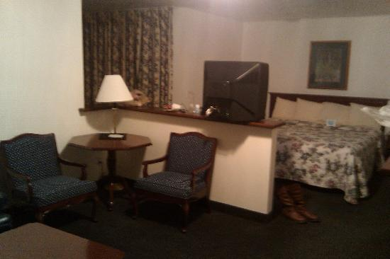 BEST WESTERN Grand Manor Inn: My Room, Corner Room with a King, I paid $114.00 before taxes