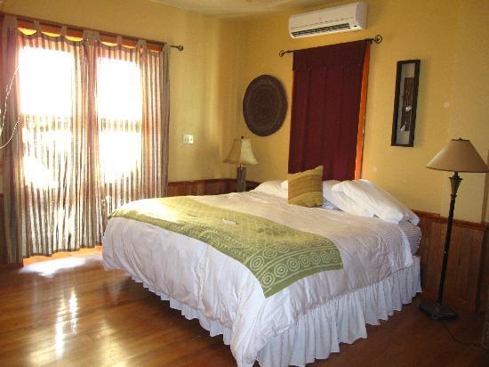 Captain Morgan's Retreat : Master bedroom