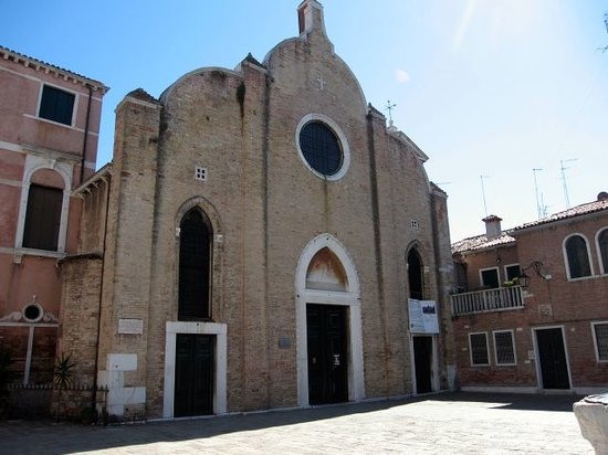 Ca'Sa Linger: CaSa Linger - church San Giovanni in Bragora just around corner