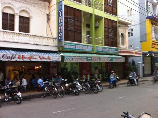 Vinh Phuoc Hotel & Restaurant: on the left is the local pub!