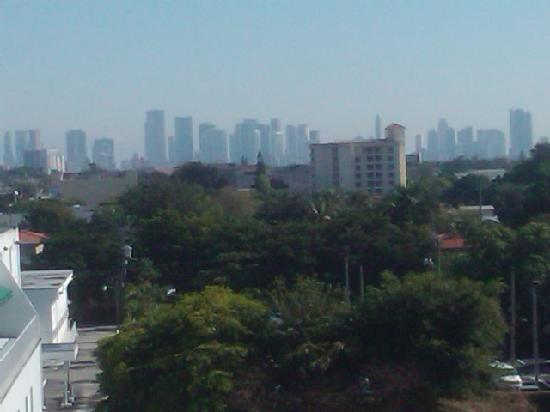 BEST WESTERN PREMIER Miami International Airport Hotel & Suites: View of Miami skyline from our 5th floor window
