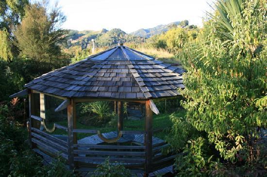 Joya Garden & Villa Studios: gazebo