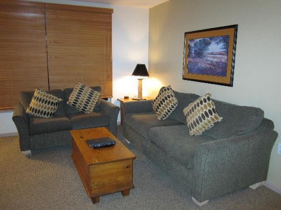 Whistler Town Plaza Suites: living room