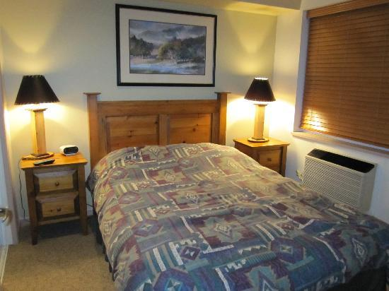 Whistler Town Plaza Suites: bedroom
